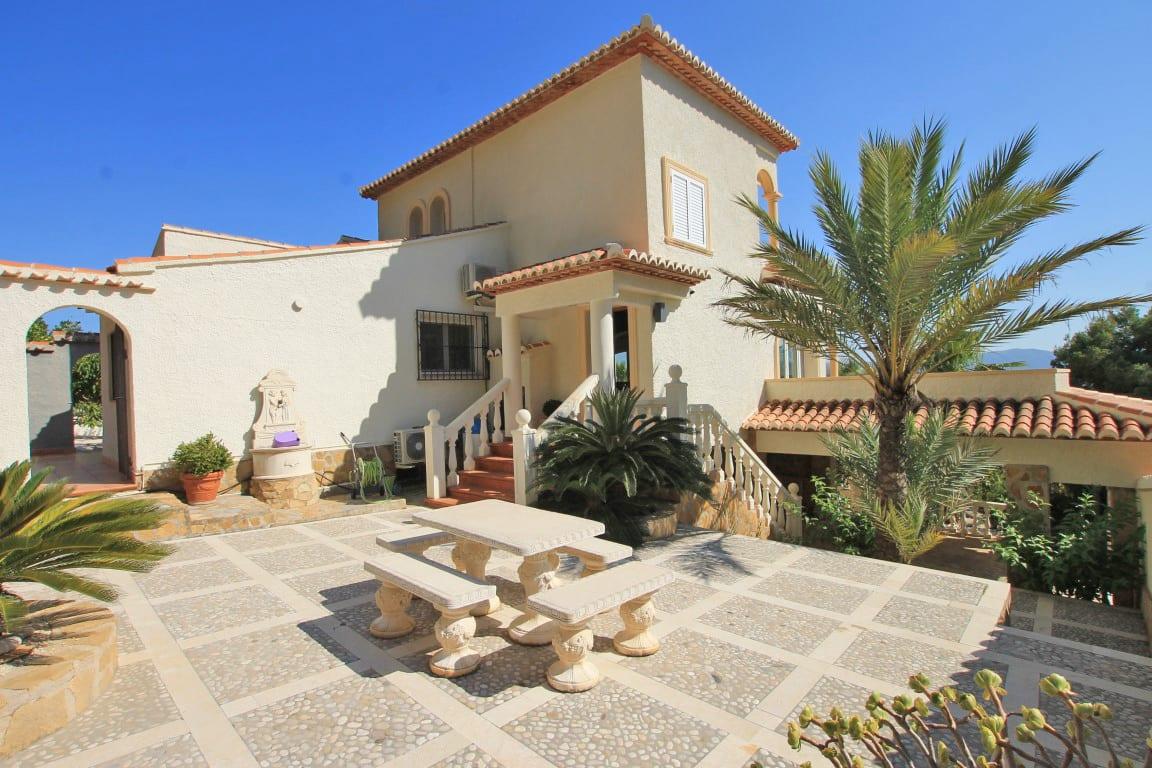 7 bed Villa in Javea image 2