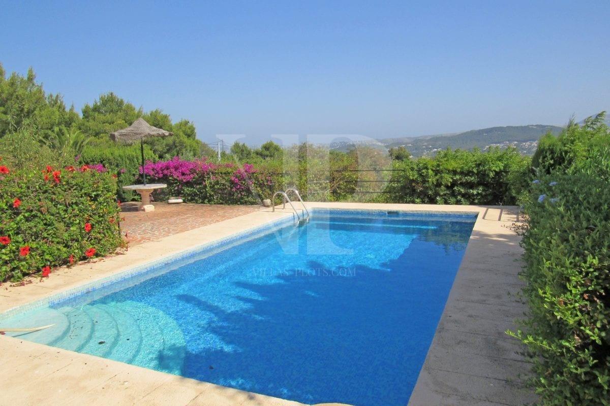 4 bed Villa in Javea image 1